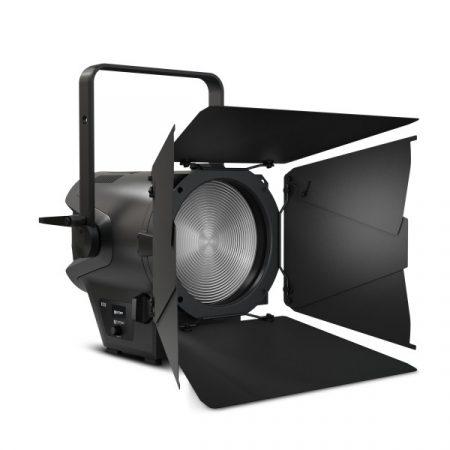 Cameo Light LED színházi spotlámpa Fresnel lencsével – nappali fényű 240 W-os LED, 5400 K színhőmérséklettel és 15000 lumen fényárammal, zoommal, fekete házban
