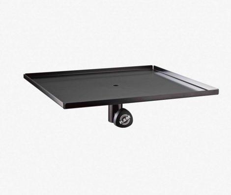 König & Meyer monitorállványra való tálca 420x380 mm, acél, 35 mm átmérőjű állványokhoz, fekete